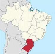 A Região Sul do Brasil é a menor das cinco regiões do país, com área territorial de 576 774,31 km², sendo maior que a área da França metropolitana e menor que o estado brasileiro de Minas Gerais. Faz parte da Região Centro-Sul do Brasil. Divide-se em três unidades federativas: Paraná, Santa Catarina e Rio Grande do Sul, sendo limitada ao norte pelos estados de São Paulo e Mato Grosso do Sul, ao sul pelo Uruguai, a oeste pelo Paraguai e pela Argentina, além de ser banhada a leste pelas águas do Oceano Atlântico.
